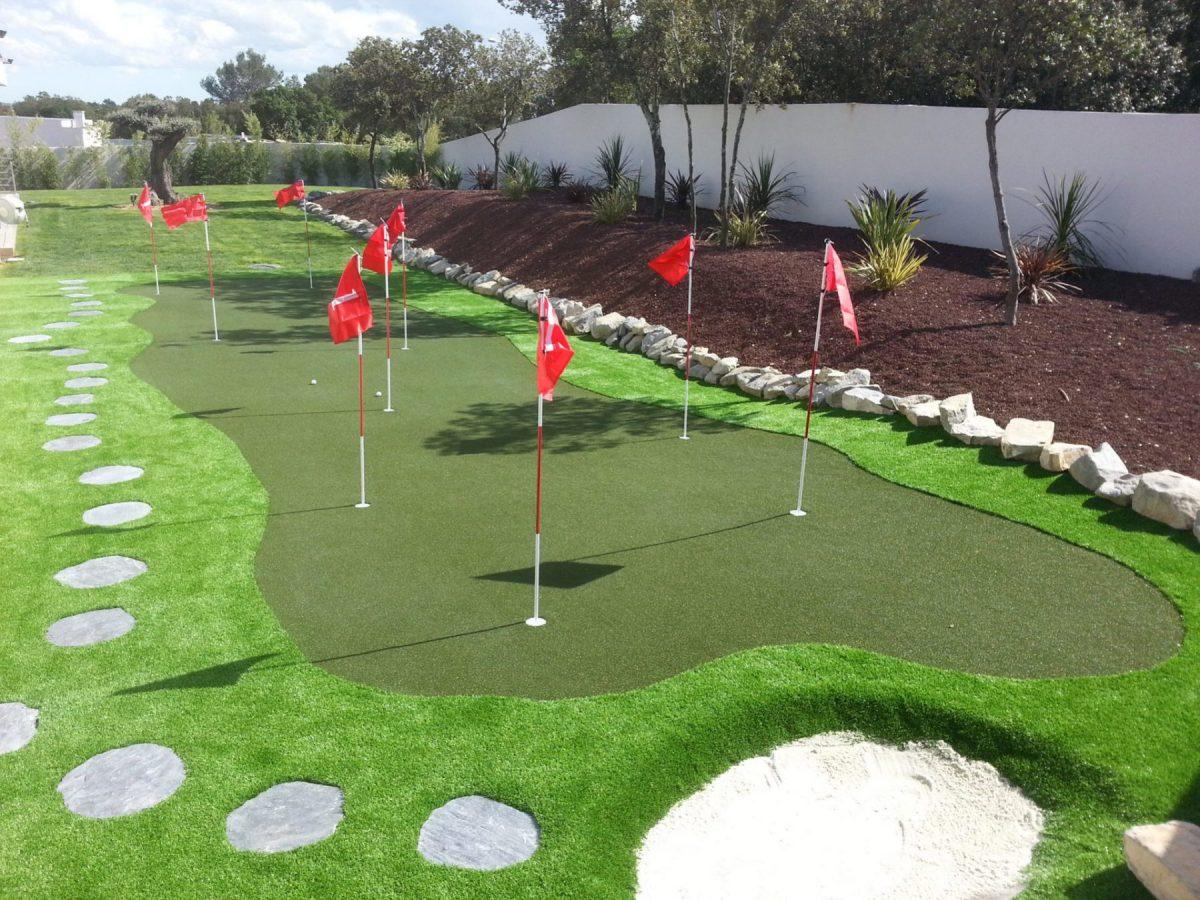 jardin avec terrains de golf design et jardinière en pierre de lave