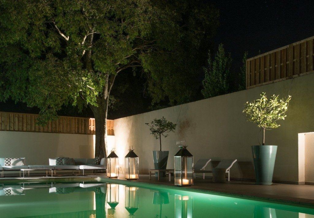 piscine éclairage lagon nuit lanterne moderne design