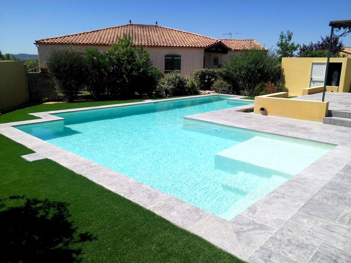 piscine béton projeté moderne