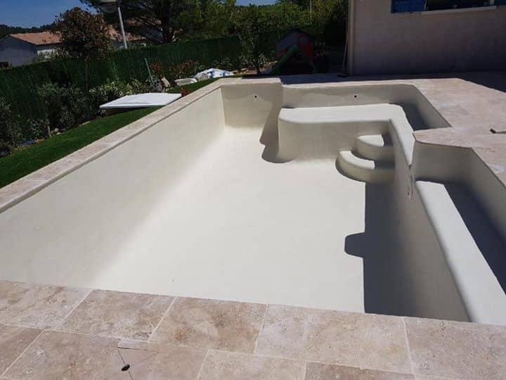 piscine en béton projeté avec enduit