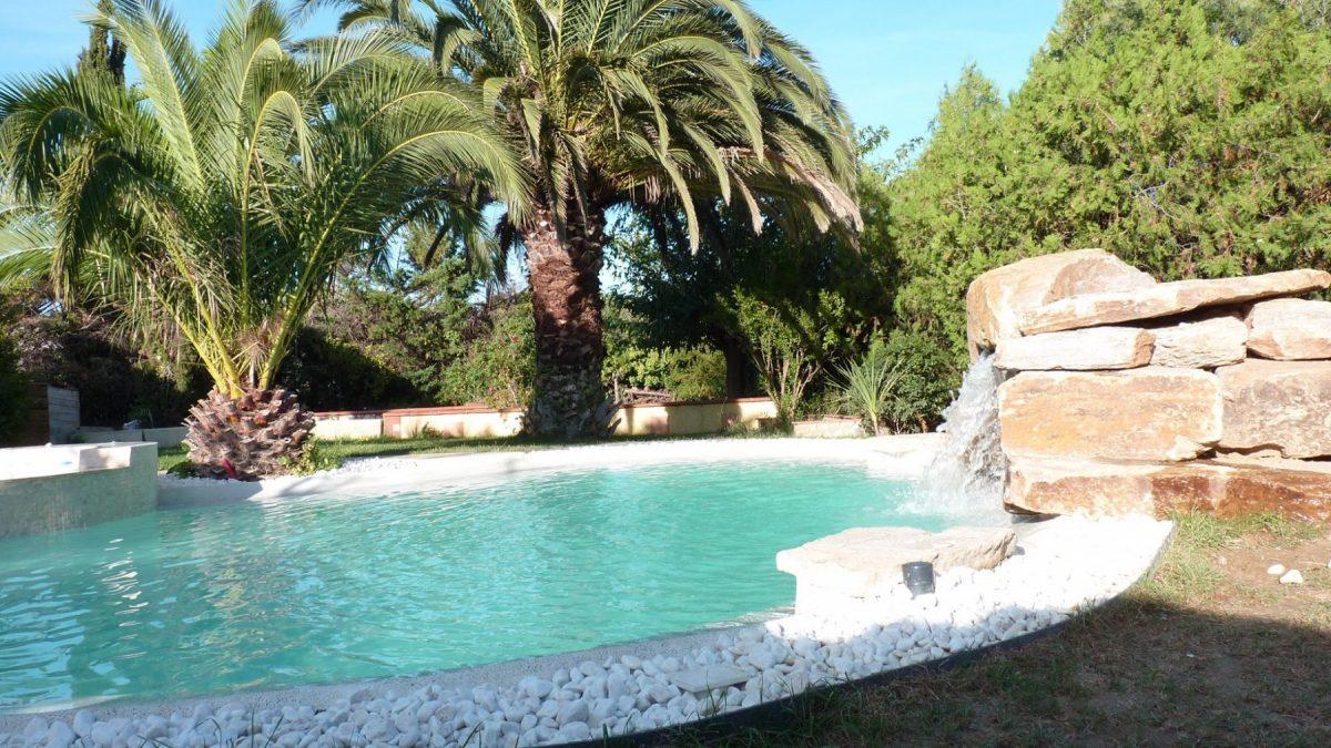piscine beton projete lagon cascade palmiers