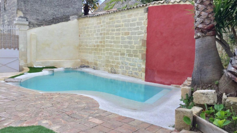 petite piscine en beton projete