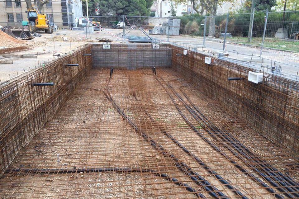 fondation piscine en beton projete
