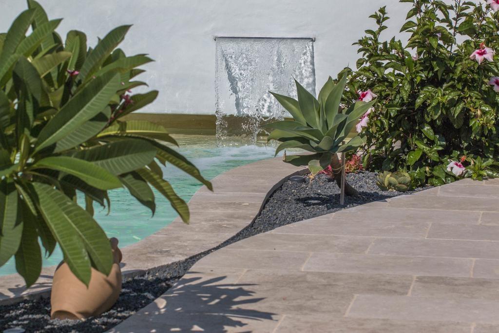 lame d'eau pour piscine en beton projete