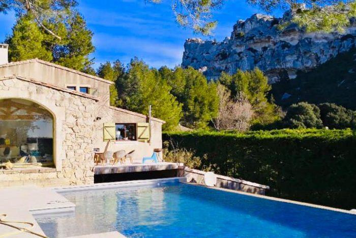 P38 – Villa avec superbe piscine à débordement à Nîmes (30)