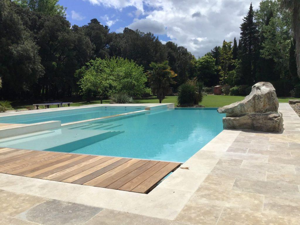 belle piscine a double bassin moderne