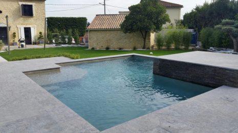 piscine contemporaine en beton
