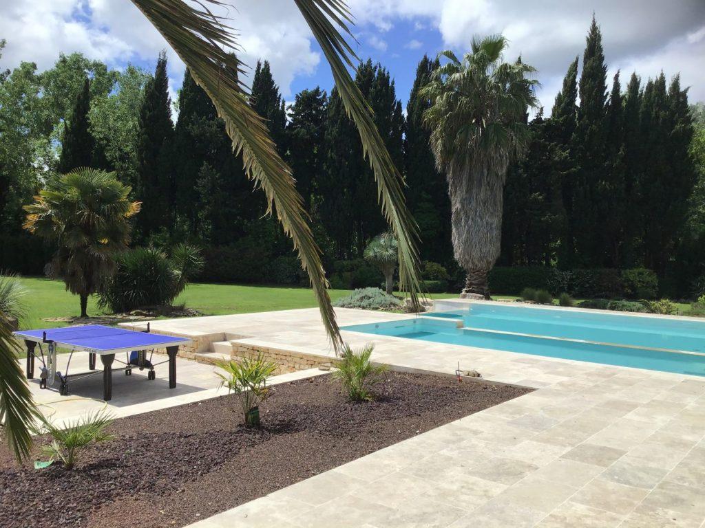 piscine avec double bassin en beton projete